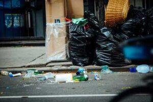 ゴミ屋敷,法律